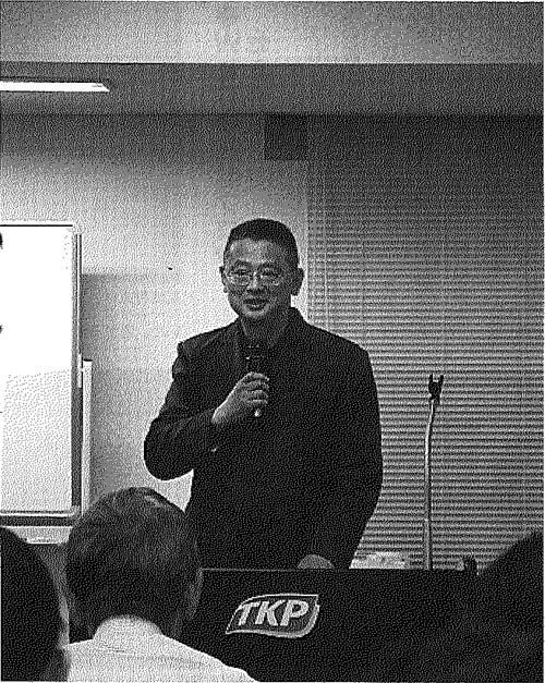 同じセミナーで、禅道会での指導経験をまじえて説明する小沢。