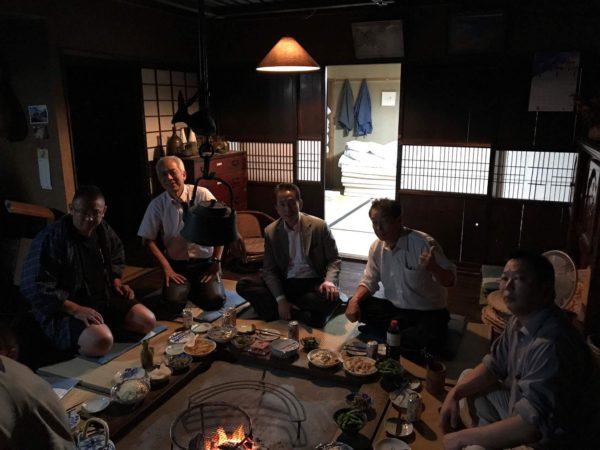 長野県大鹿村の囲炉裏のある宿たかやすにて親睦を深めました